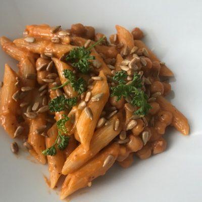 Kikärtor med pasta och pesto
